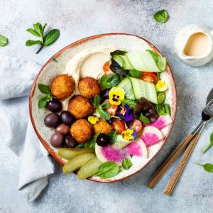 Falafel med couscous og tzatziki