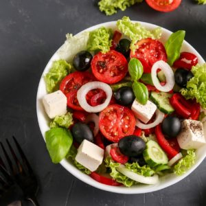 Gresk salat m/brød, smør og dressing.