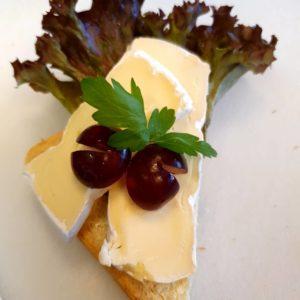 Brie med druer. kr. 32