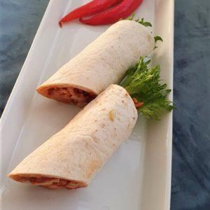 Tacowrap med kylling, salsa, crispy salat og rødløk