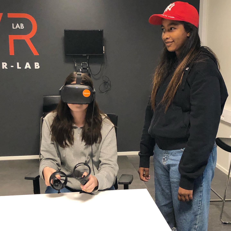 16 åringer på jobbsøkerkurs og intervjutrening i VR